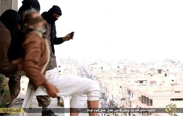 叙利亚泰勒艾卜耶德城男同性恋被ISIS从七楼扔下后石刑砸死
