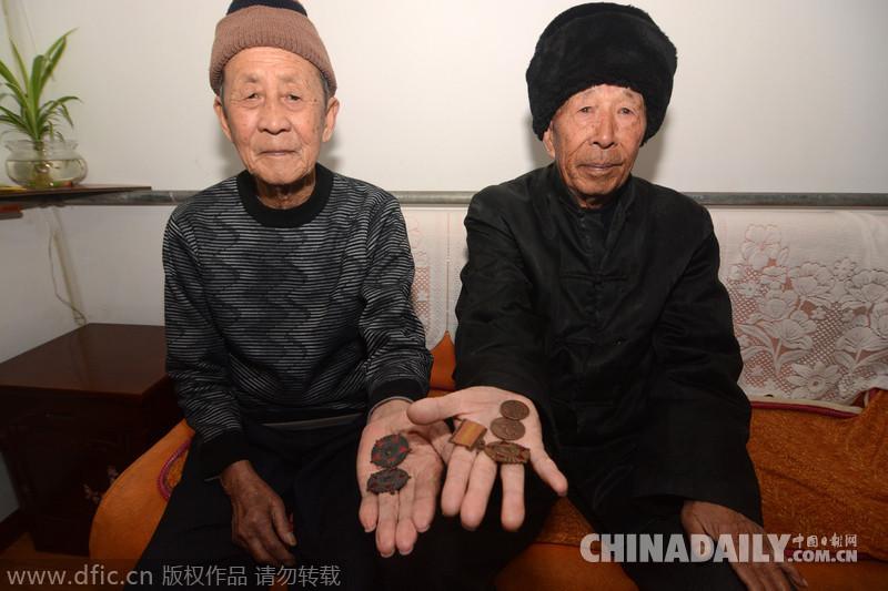 青岛:离别63年 抗美援朝老战友再相拥
