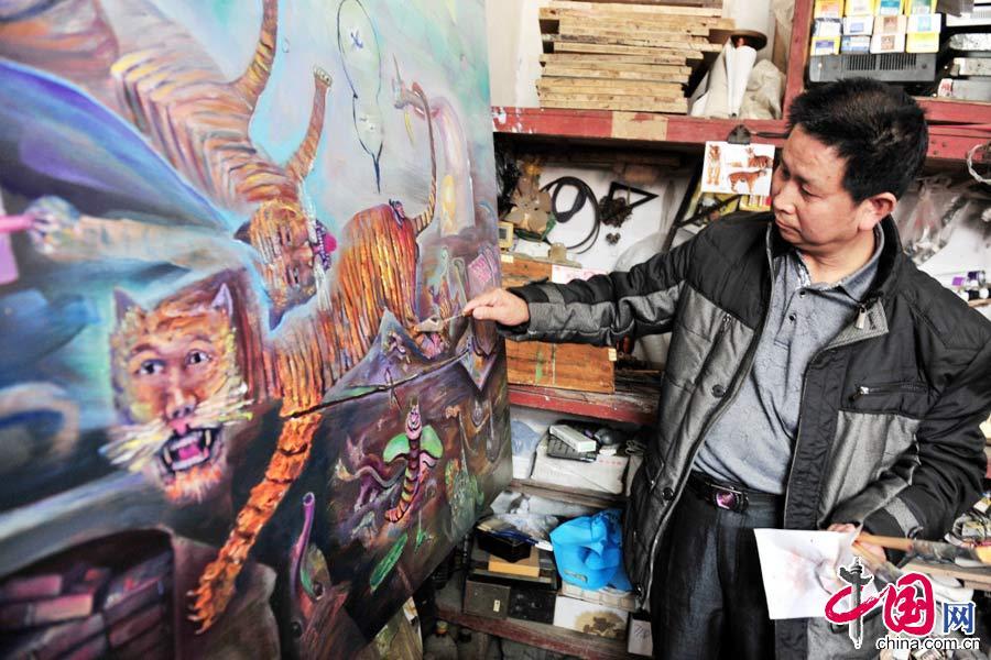"""农民画家创作""""反贪打虎图"""" 绘描800幅油画惟妙惟肖"""