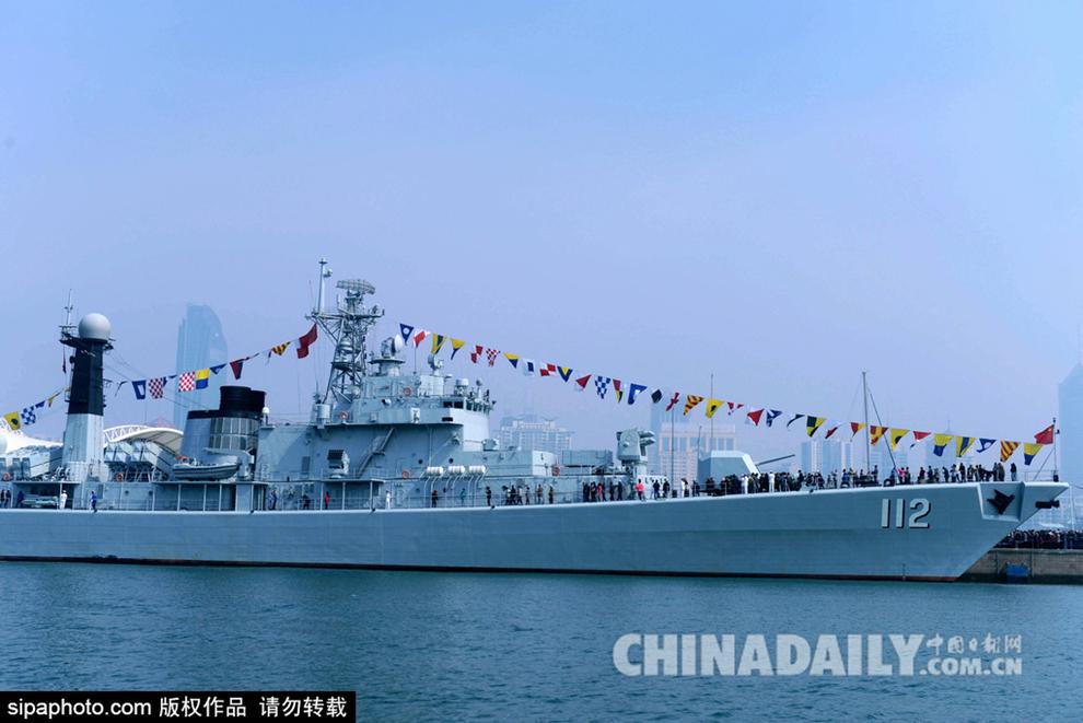 当日是中国人民解放军海军成立66周年纪念日,北海舰队在青岛奥帆基地