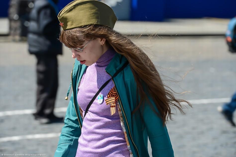 组图:俄胜利日阅兵现场军装美女抢眼 中国日
