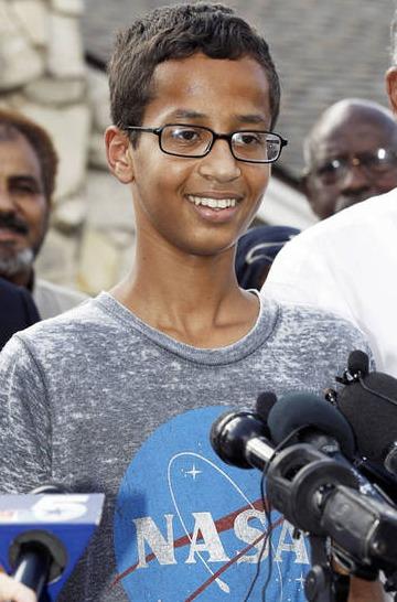 穆斯林男孩自制闹钟 被学校当炸弹报警