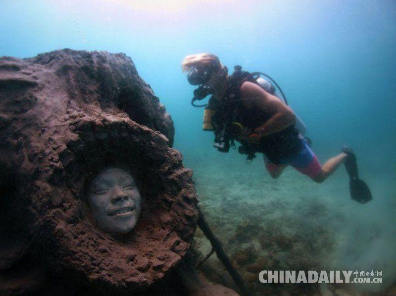 泰国海底安放溺水者礁石雕塑 警示生态脆