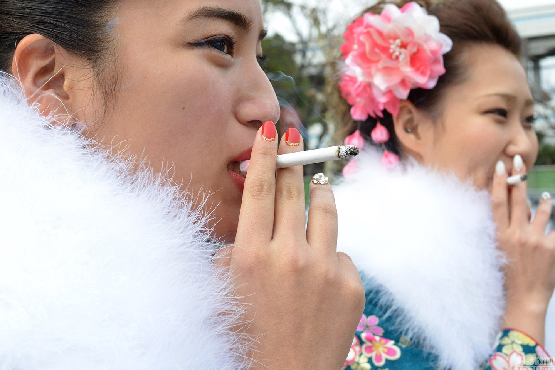 东京成人小说_当地时间2016年1月11日,日本东京,少女们身穿彩色的和服参加\