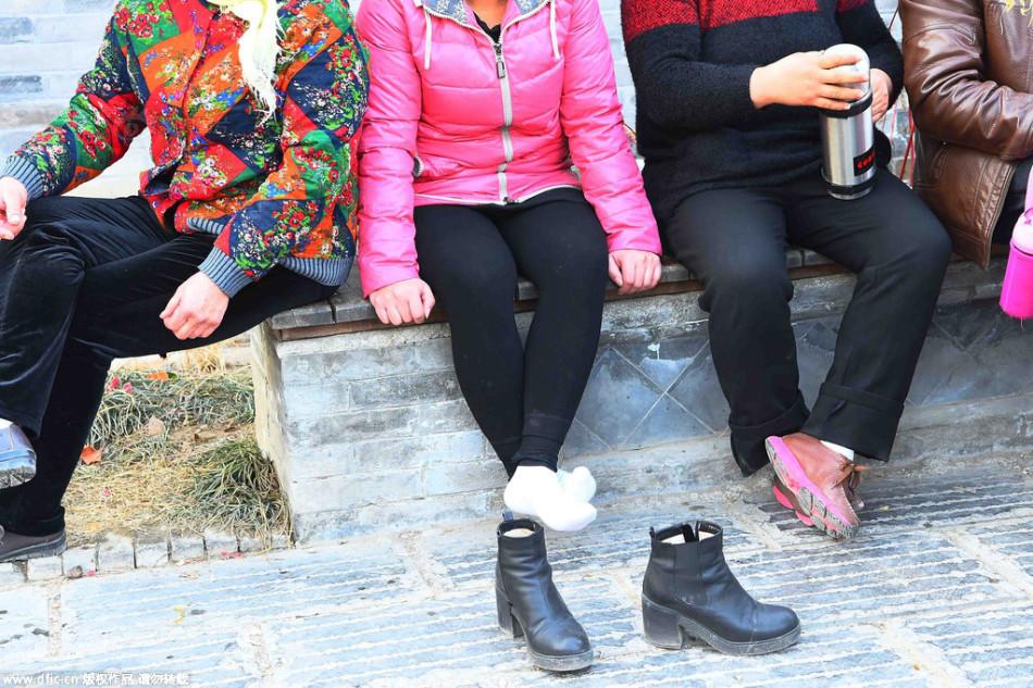 春节假期景区游客多 不文明行为大煞风景