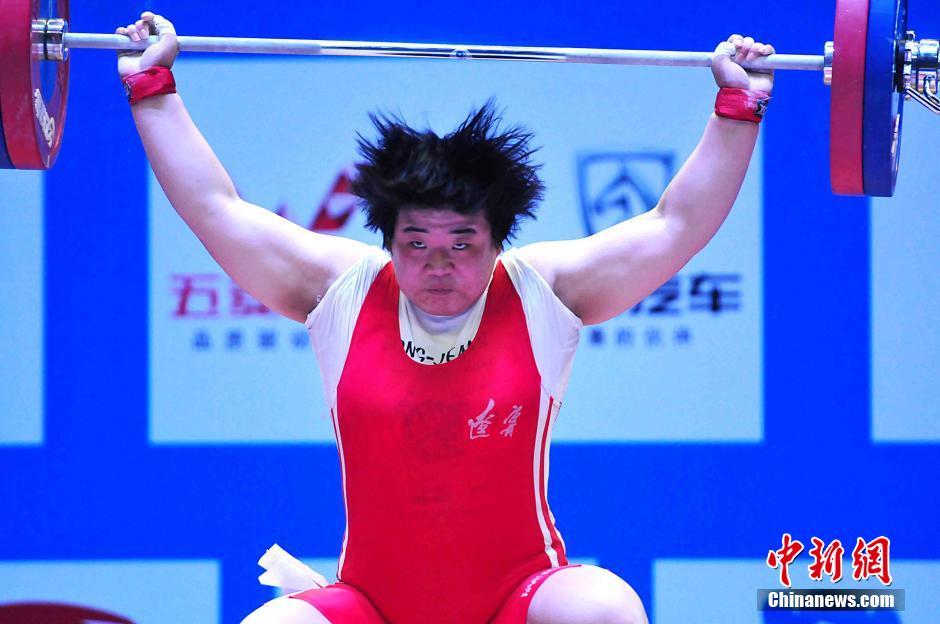 2016全国女子举重锦标赛 大力士表情俏