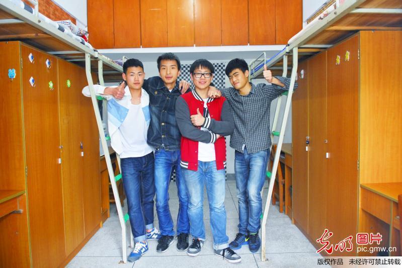 湖北武汉一大学寝室学生极简生活引关注