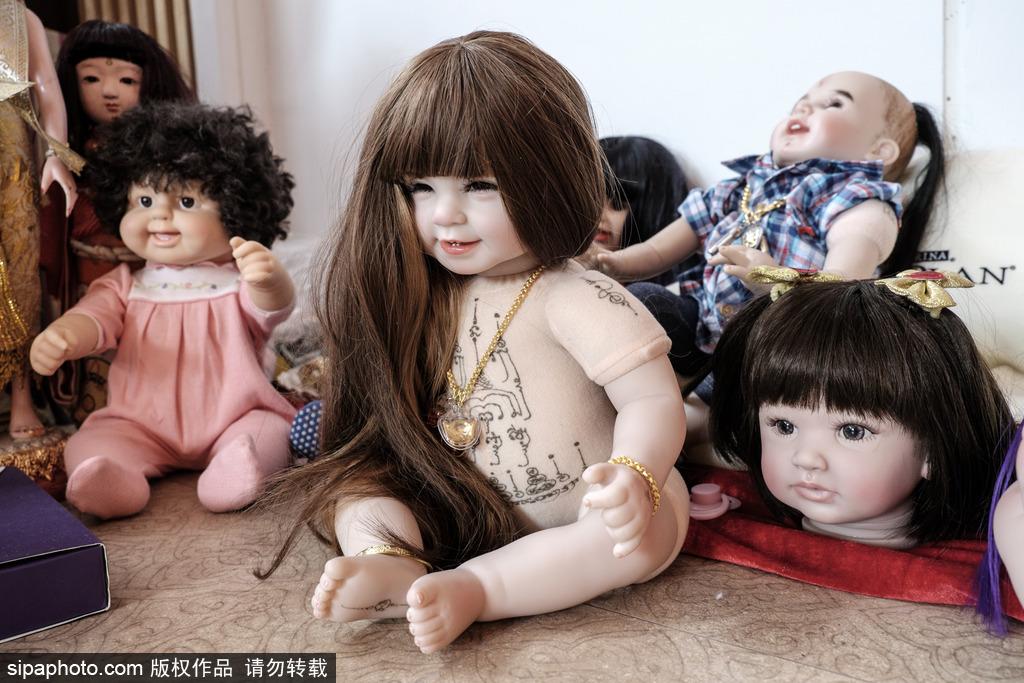 "thep)的潮流,走在曼谷的大街上,会时常见到许多人怀中抱着""神仙娃娃"""
