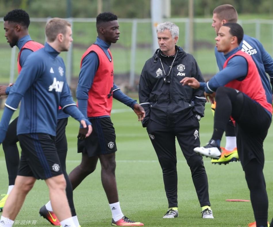 Mourinho Di Perintahkan Ubah Gaya Melatih di MU