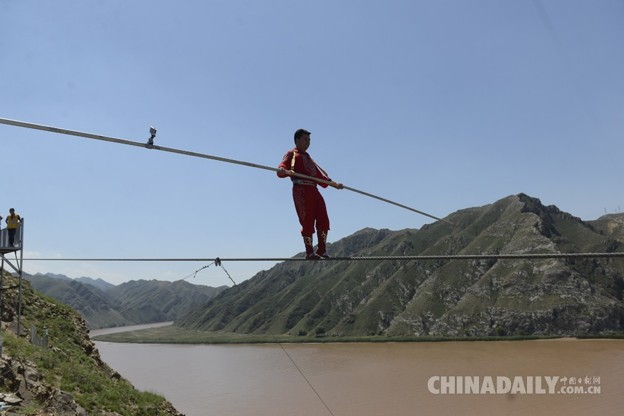 无限娱乐官网平台:2016阿迪力青铜峡黄河大峡谷极限之旅精彩上演