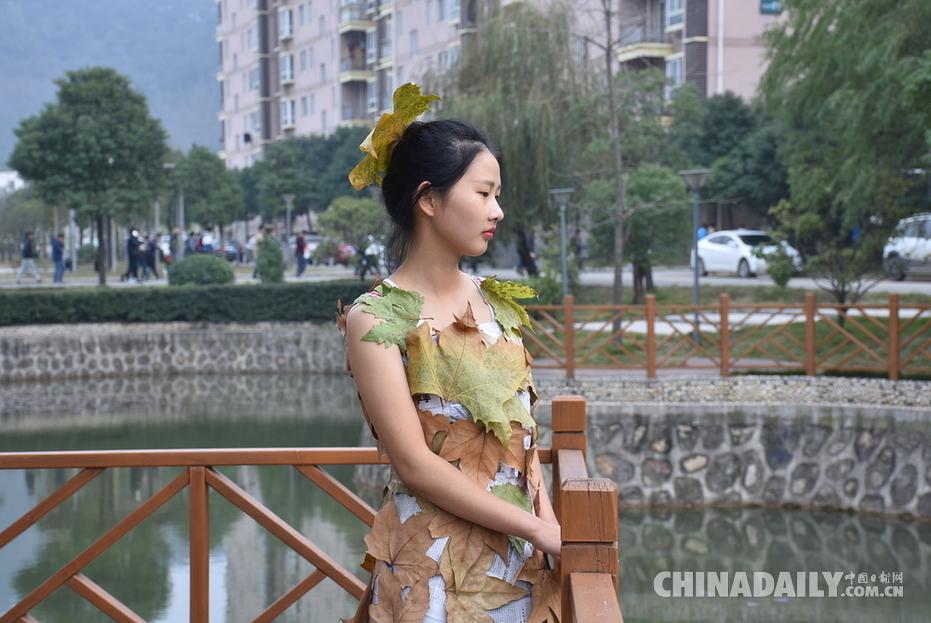 梧桐叶裙子塑料布礼服 大学生环保时装秀创意满满