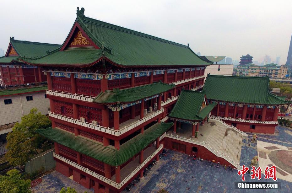 航拍南昌市图书馆红墙绿瓦雕栏画栋
