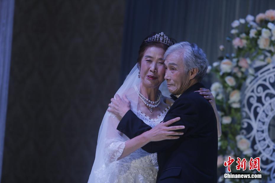 重庆聋哑夫妻补办婚礼:77岁丈夫为63岁妻子圆梦